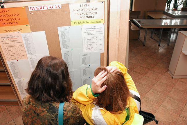 W szkołach średnich brakuje miejsc. Ale jest też problem z pomieszczeniem przyjętych już uczniów.