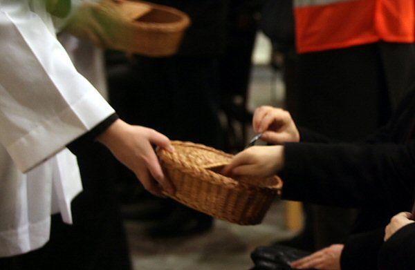 75% katolików w Polsce wspiera Kościół materialnie