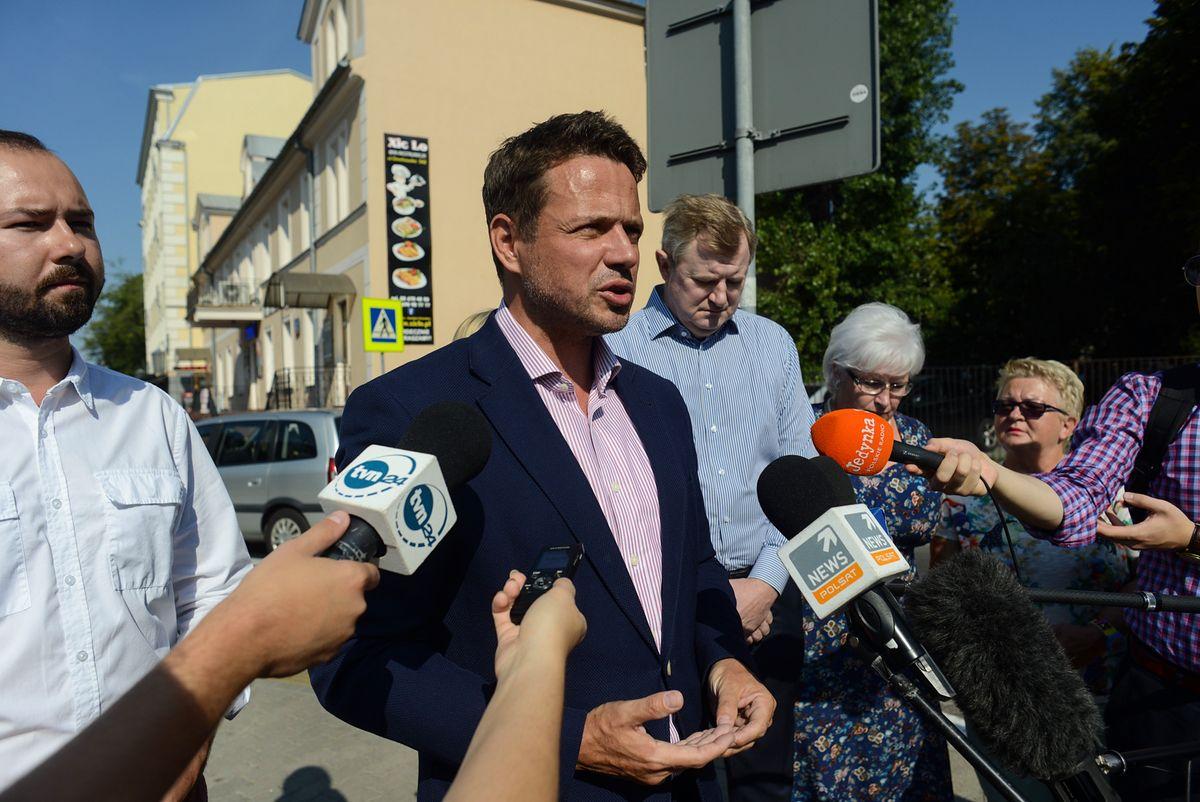 """Akcja PiS """"Ratusz Rafała"""". """"W otoczeniu Trzaskowskiego są szemrane osoby"""""""