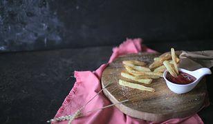 Frytki pieczone w piekarniku. Jedz bez obaw