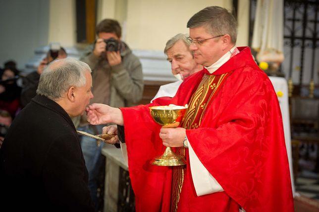 Jarosław Kaczyński w czasie mszy