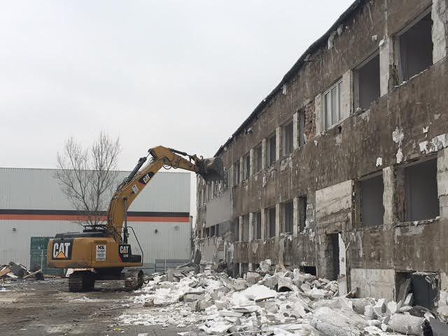 Sortownia drobiu, odpady i smród. Mieszkańcy Targówka protestują, a urząd dzielnicy nie widzi problemu