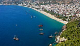 Kurort znajduje się w centrum Alanyi tuż przy jednej z najpiękniejszych i najpopularniejszych miejsc Riwiery Tureckiej - plaży Kleopatry