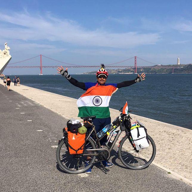 Jedzie rowerem przez świat. Odwiedził już 40 krajów, do 50 kolejnych dotrze wkrótce