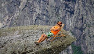 Norwegia - polski przewodnik zrobił nietypowe zdjęcia na skalnych atrakcjach