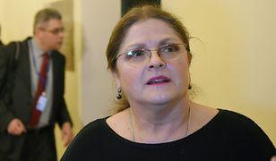 """Krystyna Pawłowicz o filmie """"Polityka"""". Udostępniła zdjęcie, na którym Patryk Vega pozuje na tle luksusowego auta"""