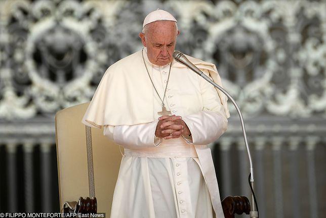 Papież modlił się za polskiego duchownego. Ksiądz został zaatakowany przez nożownika