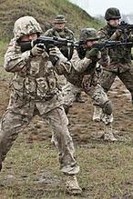 """""""Misja: Afganistan"""": Serialowi aktorzy na szkoleniu wojskowym"""