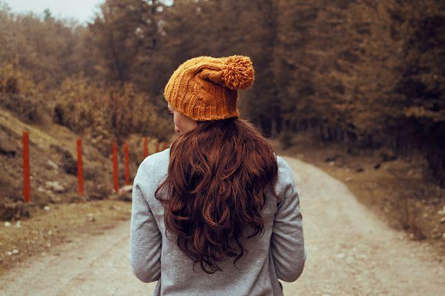 Przyklapnięte u nasady włosy to zmora zimowej pielęgnacji i stylizacji