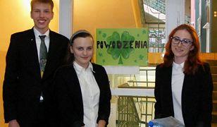 """Jak było na maturze z polskiego? Łatwo! - mówią maturzyści z poznańskiej """"dwójki"""""""