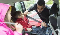 Polacy kupują foteliki samochodowe dla dzieci w ostatniej chwili