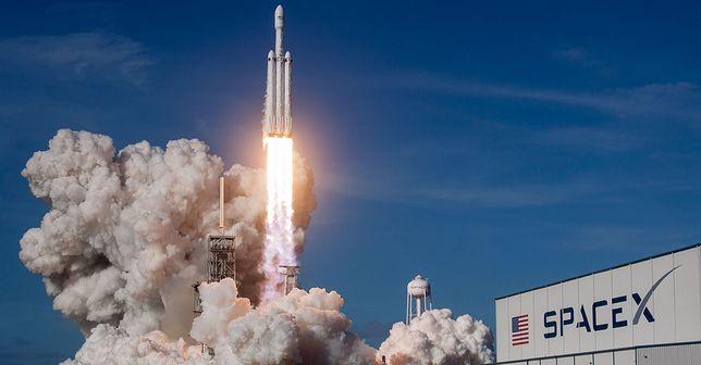 SpaceX z kontraktem od Pentagonu.