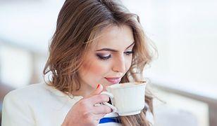 Podobno ci, którzy kawy piją dużo, osiągają na tyle wysoką tolerancję na kofeinę, że przestają odczuwać zmiany po jej spożyciu.