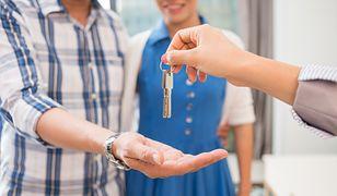Zanim podpiszesz umowę z agencją nieruchomości, przeczytaj dokładnie umowę i sprawdź, czy nie ma w niej niedozwolonych klauzul.