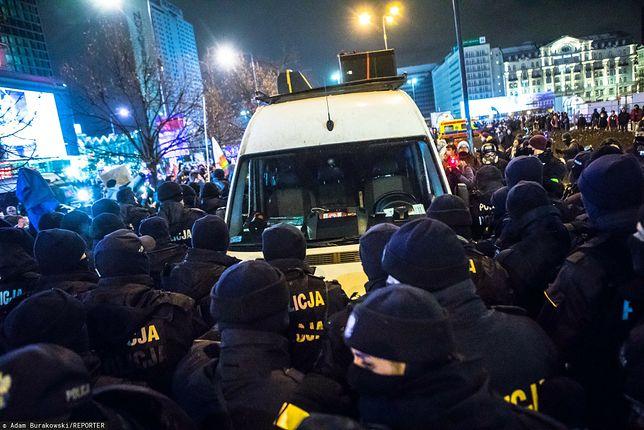 Strajk Kobiet 29 stycznia w Warszawie. Wojciech B. prowadził wtedy busa, którym miał  najechać na policjantów