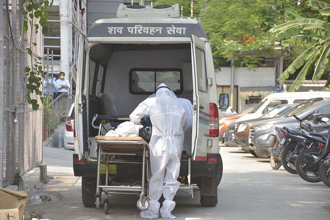 Koronaiwrus. Fatalne wieści z Indii: Nowe dobowe rekordy zgonów i zakażeń. W szpitalach brakuje już miejsc