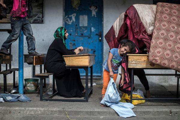 W szkołach schronienia szukają Palestyńczycy, którzy musieli porzucić swoje domy przez toczące się walki