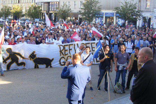 Partia KORWiN latem organizowało protesty przeciwko przyjęciu uchodźców.