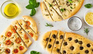 Konkurencja dla pizzy. Focaccia ze szparagami i pomidorkami