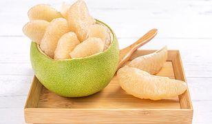 Pomelo – co to za owoc i czy warto go jeść?