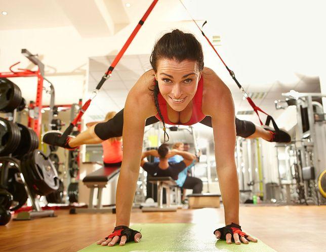 Ćwiczenia z taśmami TRX nie obciążają stawów i kręgosłupa.