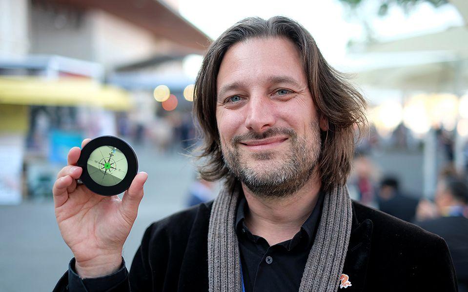 Monohm Runcible — kolejny, niezwykły telefon - Aubrey Anderson - CEO Monohm, prezentuje okrągły telefon...