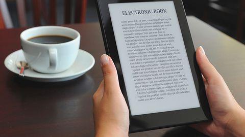 Trybunał Sprawiedliwości UE potwierdza: biblioteki mogą wypożyczać e-booki tak samo jak papierowe książki