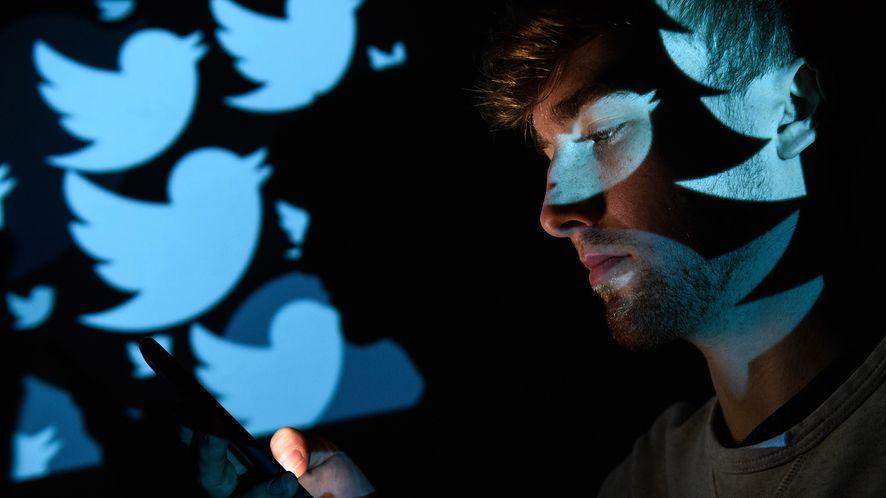 Twitter rozpoczyna walkę z nienawistnymi wpisami o kobietach /fot. GettyImages