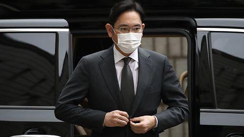 Wiceprezes Samsunga skazany na 2,5 roku więzienia. Akcje firmy spadają o 4 procent