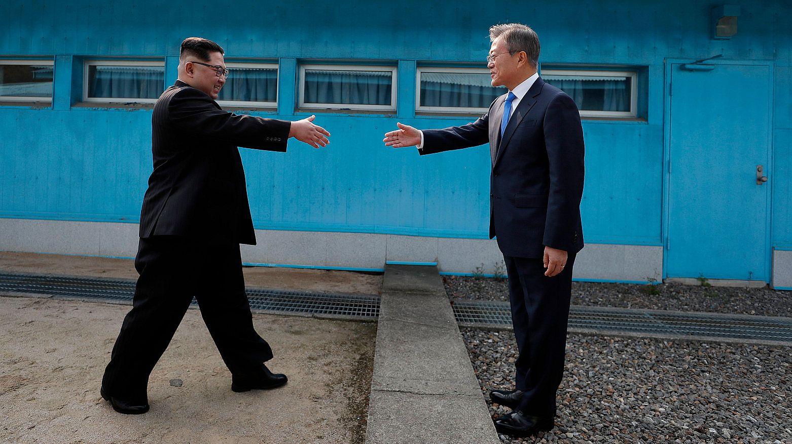 Liderzy Korei Północnej i Południowej witają się w strefie zdemilitaryzowanej