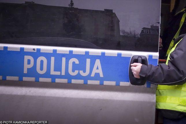 Policjanci znaleźli 30-latka z poderżniętym gardłem