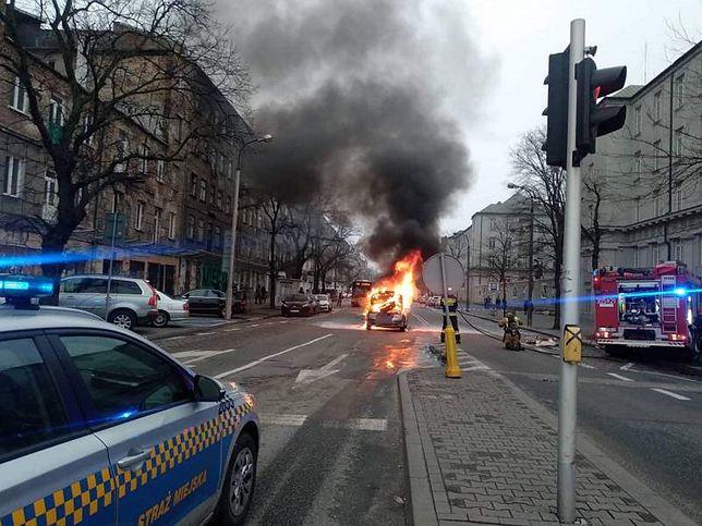 Warszawa. Płonący samochód ugasili strażacy