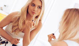 Naturalny makijaż jest bardzo kobiecy i ponadczasowy.