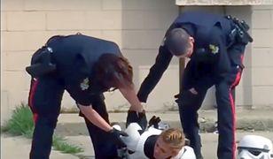 """Policjanci w Kanadzie aresztowali dziewczynę w kostiumie Szturmowca. Miała """"broń"""""""