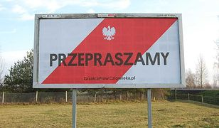 Baner organizacji broniących praw  uchodźców i migrantów na granicy w Terespolu