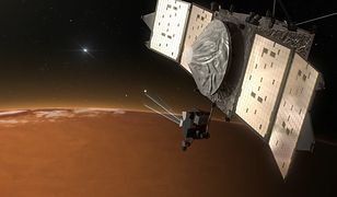 Wizualizacja sondy MAVEN nad Marsem