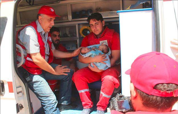 Syria: na terenie objętym wojną urodziły się bliźniaki syjamskie. Czerwony Krzyż apeluje o pomoc