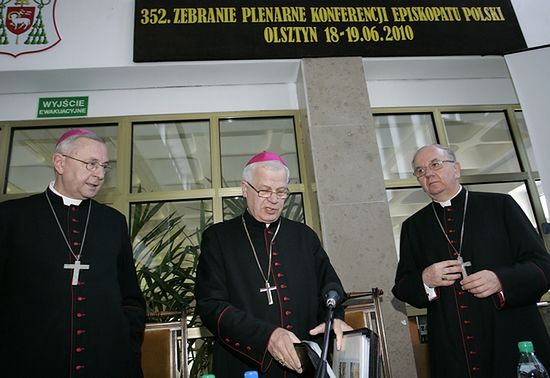 Episkopat przypomniał abp. Paetzowi o jego statusie