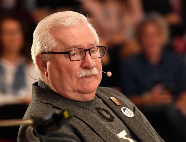 Praga. Lech Wałęsa podczas międzynarodowej konferencji Forum 2000