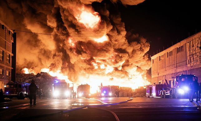 Ogromny pożar składowiska odpadów Boruta. W akcji 250 strażaków