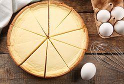 Sernik tradycyjny, na zimno i wegański. Podpowiadamy, jaki twaróg wybrać do tego ciasta