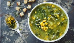 Sycąca zupa z kukurydzą i szpinakiem. Wegańska i bezglutenowa