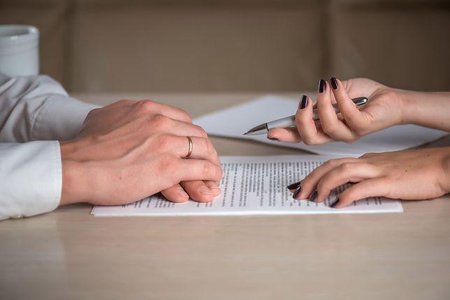 Pozew o łożenie na utrzymanie domu jest częstym finałem sporu w małżeństwie o partycypowanie w podstawowych kosztach utrzymania domu i rodziny.