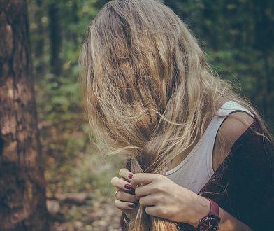 Kolor włosów 2020. Postaw na Undone Blonde, czyli inspirowany naturalnym wyglądem odcień