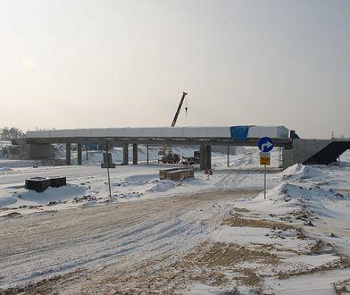 Atak zimy nie sprzyja pracom budowlanym.