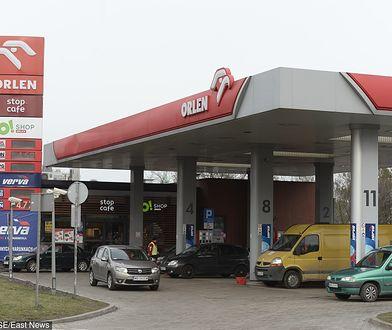 """Orlen zapewnia, że """"dysponuje zapasami ropy w ilości wystarczającej na kontynuowanie produkcji""""."""