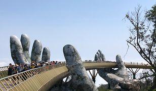 Golden Bridge to jedna z najpopularniejszych atrakcji w Wietnamie