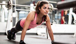 Pompki to popularne ćwiczenie, które pozwala wzmocnić mięśnie obręczy barkowej, klatki piersiowej i ramion.
