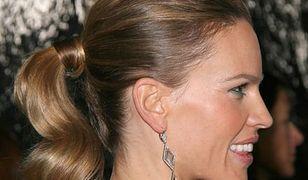 Dużo, romantycznie i niesfornie - jesień 2011 w stylizacji fryzur