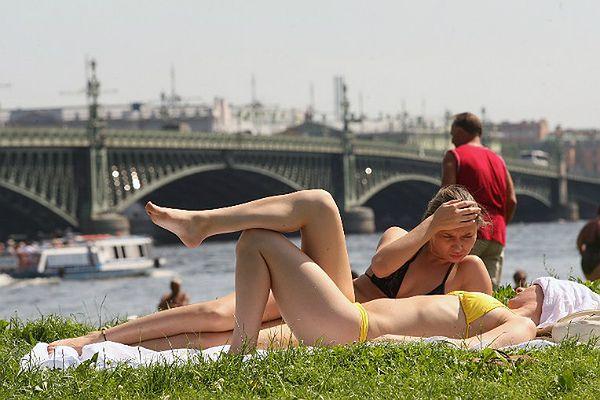 Co najbardziej drażni Rosjan? Stroje plażowe w miastach i opalanie topless